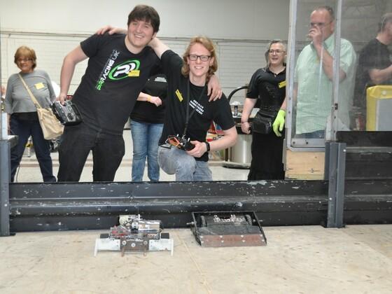 08/15 Roboter - ralf.96 - Ralf und Die mächtig Mächtigen - finger.im.ohr - Daniel . 2018